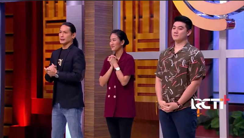 https: img.okezone.com content 2020 11 17 194 2311135 potret-gaya-juri-masterchef-indonesia-episode-15-chic-dan-kekinian-BAuqcBf2h7.jpg