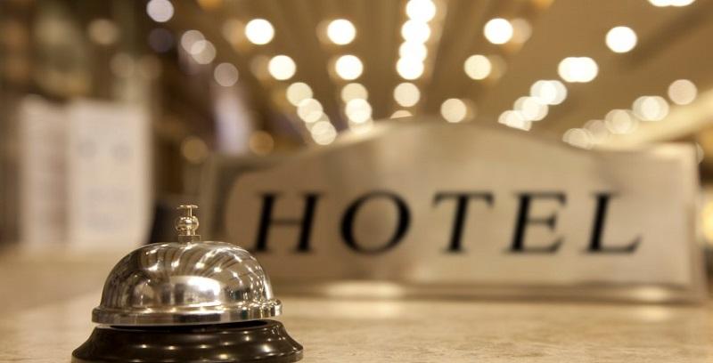 https: img.okezone.com content 2020 11 17 406 2311131 pegawai-hotel-diajarkan-protokol-kesehatan-chse-fasilitas-hotel-makin-bersih-tvGQrL87sJ.jpg