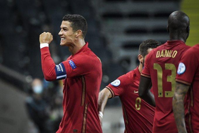 https: img.okezone.com content 2020 11 17 51 2310917 5-pesepakbola-dengan-gol-internasional-terbanyak-TRcAEMtxzu.jpg