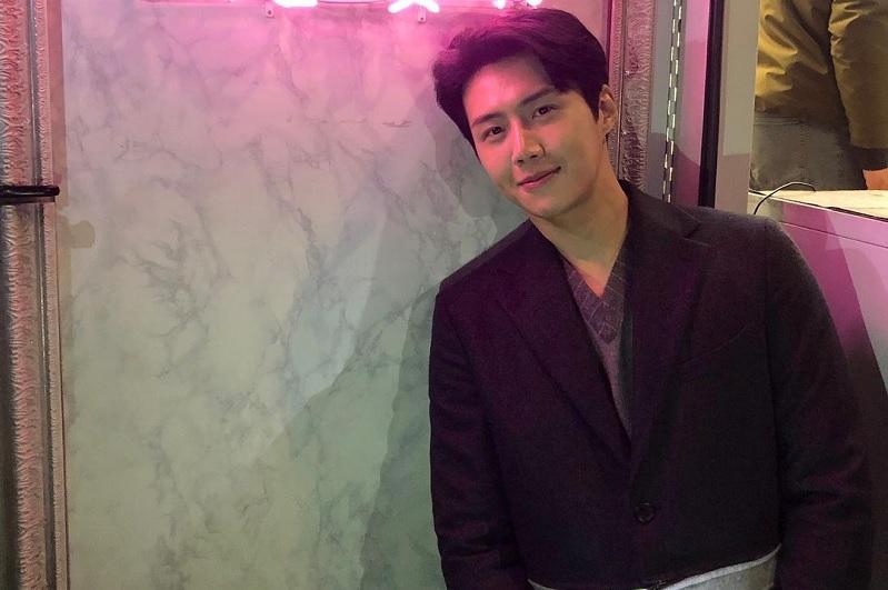 https: img.okezone.com content 2020 11 17 598 2311147 dukung-han-ji-pyeong-moon-ga-young-kirim-food-truck-ke-kim-seon-ho-byvMJJvF6v.jpg