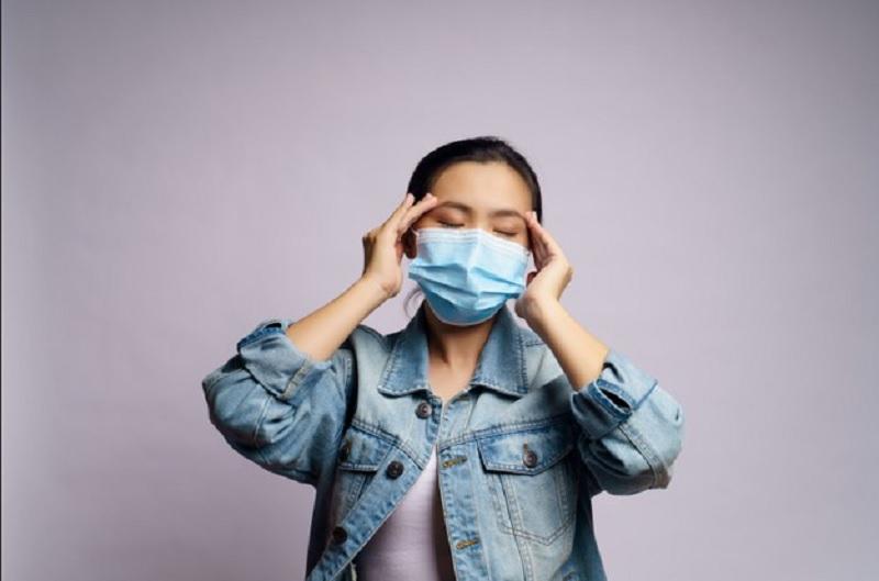 https: img.okezone.com content 2020 11 17 620 2310953 jangan-abaikan-sakit-kepala-bisa-jadi-gejala-covid-19-1nXmLeF8ie.jpg