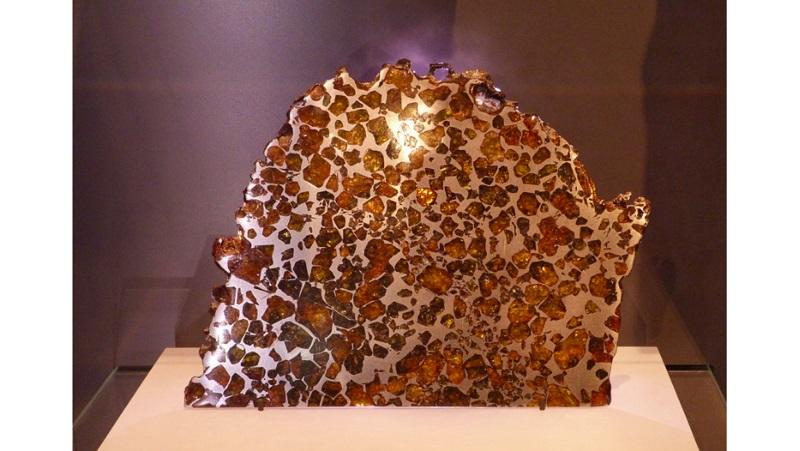 https: img.okezone.com content 2020 11 18 16 2311758 10-meteorit-termahal-di-dunia-terendah-bernilai-rp4-6-miliar-t9ScBah8zZ.jpg