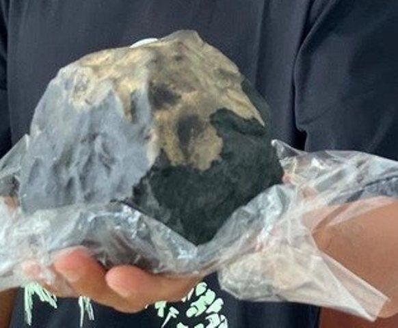 https: img.okezone.com content 2020 11 18 16 2311854 meteorit-langka-yang-jatuh-di-sumut-kemungkinan-lebih-dari-satu-bclei4ywGZ.jpg
