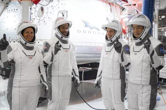https: img.okezone.com content 2020 11 18 16 2311949 6-bulan-di-iss-astronaut-crew-1-lakukan-berbagai-penelitian-ilmiah-HscRrAoVep.jpg