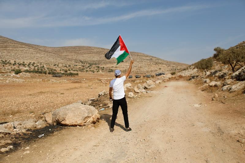 https: img.okezone.com content 2020 11 18 18 2311563 setelah-putus-6-bulan-palestina-pulihkan-kembali-hubungan-dengan-israel-LQw1fz7IM9.jpg