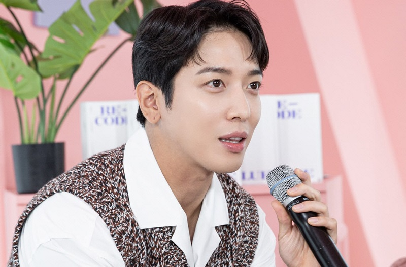 https: img.okezone.com content 2020 11 18 205 2311567 kata-yong-hwa-soal-comeback-cnblue-setelah-lee-jong-hyun-hengkang-f6NsE5BI1M.jpg