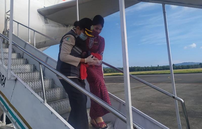 https: img.okezone.com content 2020 11 18 320 2311677 penampakan-bayi-dan-penumpang-lion-air-yang-melahirkan-di-pesawat-NrnZ3FfZ3K.jpg