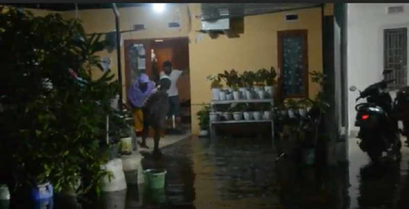 https: img.okezone.com content 2020 11 18 340 2311853 puluhan-rumah-warga-di-mamuju-terendam-banjir-rob-PXHu9MZ9R6.png