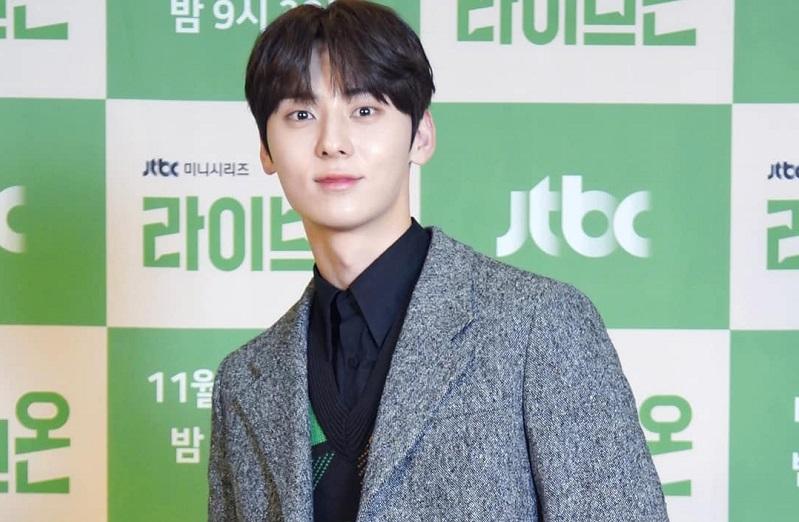 https: img.okezone.com content 2020 11 18 598 2311953 pakai-seragam-lagi-di-drama-debut-minhyun-nu-est-kembali-jadi-anak-sma-IBOE9FxpFh.jpg