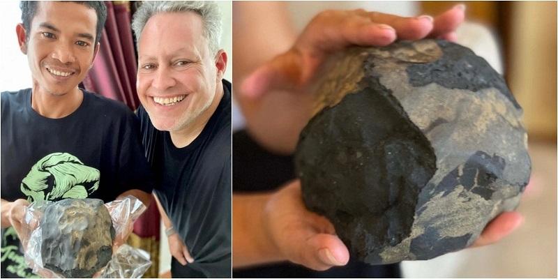 https: img.okezone.com content 2020 11 18 612 2311570 josua-hutagalung-mendadak-jadi-jutawan-batu-luar-angkasa-temuannya-dibeli-rp25-miliar-Qry5Or3l6m.jpg