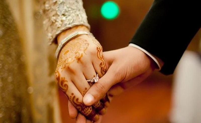 https: img.okezone.com content 2020 11 18 613 2311631 hukum-mengabadikan-hubungan-suami-istri-menurut-islam-bolehkah-FGWQbDGbXa.jpeg