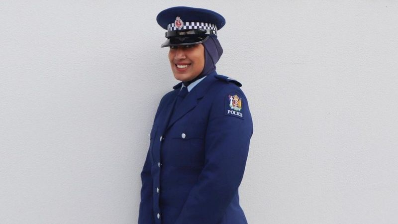 https: img.okezone.com content 2020 11 19 18 2312081 kepolisian-selandia-baru-izinkan-anggotanya-pakai-jilbab-LcipUYmFsh.jpg