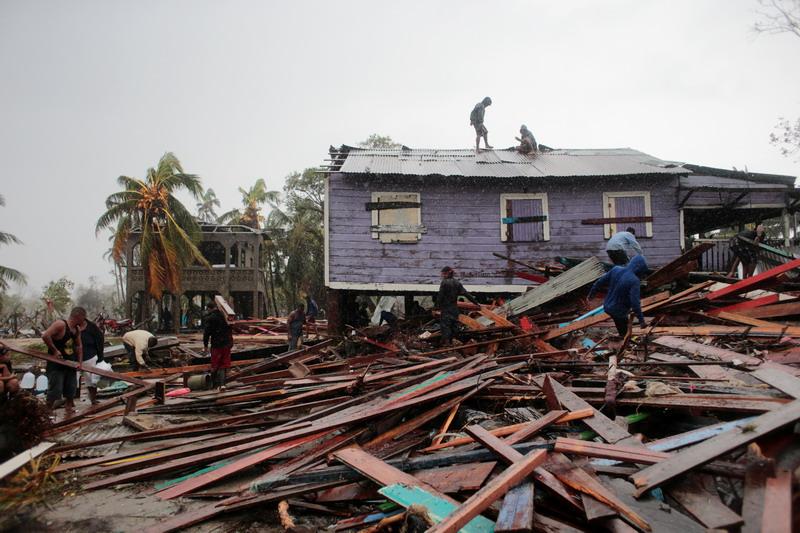 https: img.okezone.com content 2020 11 19 18 2312365 badai-iota-tewaskan-lebih-dari-30-orang-di-amerika-tengah-rFfPsu2X3h.jpg