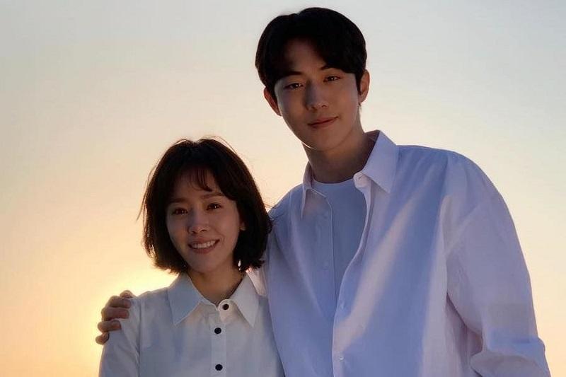 https: img.okezone.com content 2020 11 19 206 2312636 ungkapan-bahagia-nam-joo-hyuk-dan-han-ji-min-reuni-di-film-baru-xOw0hYWXTT.jpg