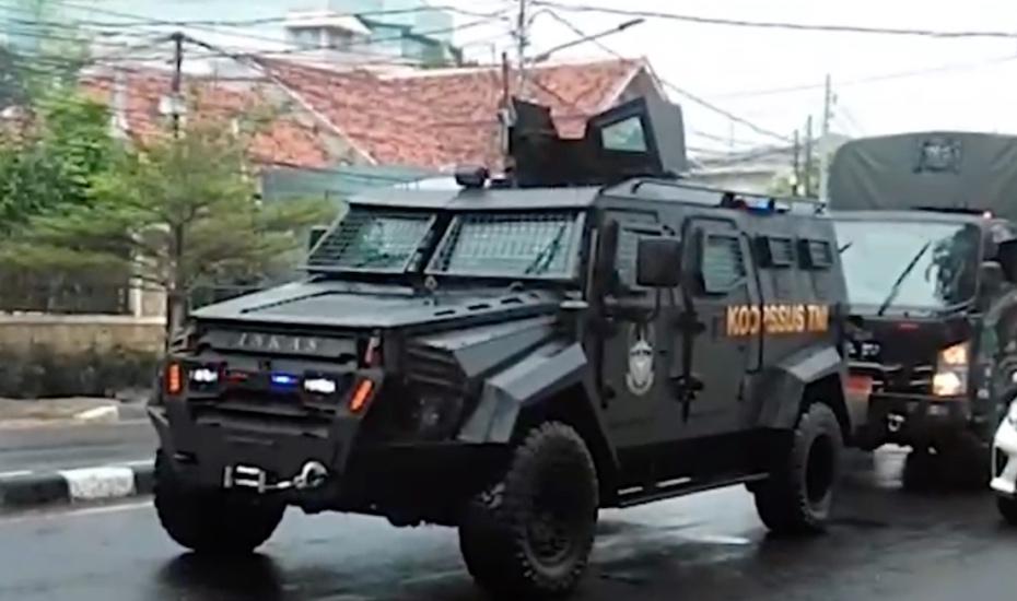 https: img.okezone.com content 2020 11 19 338 2312489 penampakan-pasukan-khusus-tni-unjuk-kekuatan-di-petamburan-gzfPi17Csi.jpg