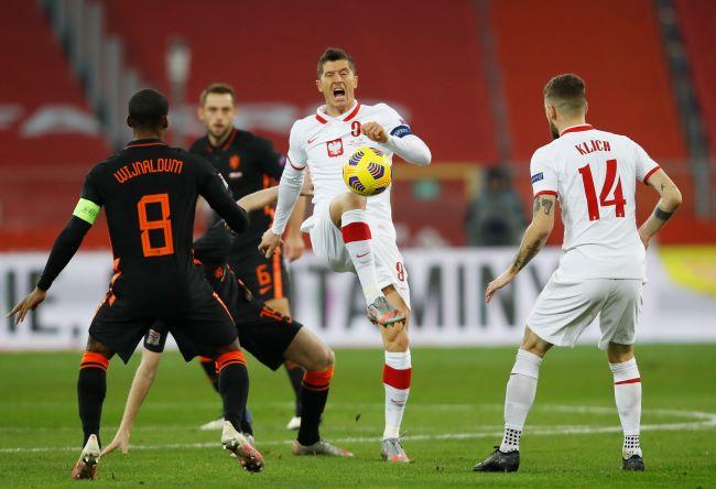 https: img.okezone.com content 2020 11 19 51 2312074 wijnaldum-bawa-belanda-comeback-atas-polandia-di-uefa-nations-league-2020-2021-RV2UHuDXcE.JPG