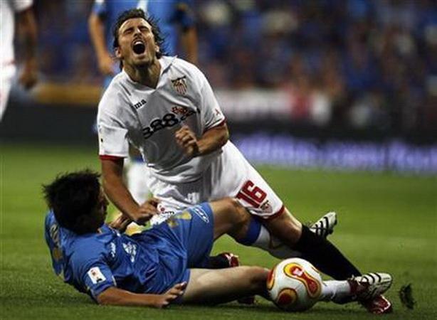 https: img.okezone.com content 2020 11 19 51 2312584 5-pemain-sepakbola-yang-meninggal-di-lapangan-nomor-1-dari-indonesia-pMXbPYCYzo.jpg