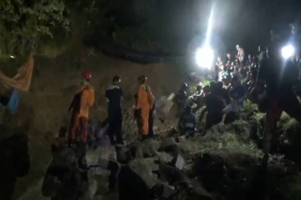 https: img.okezone.com content 2020 11 19 519 2312085 seorang-penambang-tewas-tertimpa-longsor-evakuasi-berlangsung-dramatis-FpQrDoZmcK.jpg