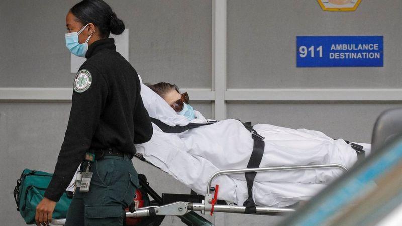 https: img.okezone.com content 2020 11 20 18 2312756 kematian-akibat-covid-19-di-as-tembus-250-ribu-tahanan-dikerahkan-angkut-jenazah-GAiZhf5weG.jpg