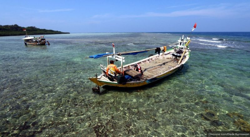 https: img.okezone.com content 2020 11 20 320 2313160 uu-cipta-kerja-prioritaskan-nelayan-kecil-dan-masyarakat-pesisir-eDTwMtNmRa.jpg