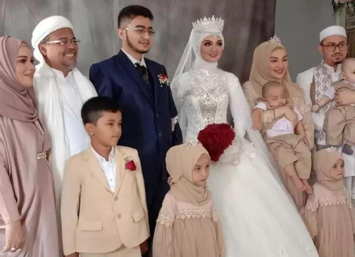 https: img.okezone.com content 2020 11 20 337 2313116 kasus-kerumunan-pernikahan-najwa-shihab-putri-habib-rizieq-akan-ada-tersangka-0Yv5g9OfKz.jpg