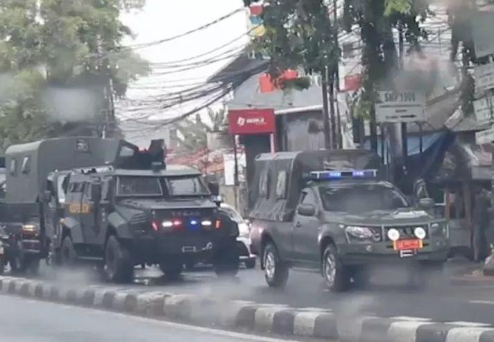 https: img.okezone.com content 2020 11 20 338 2312855 iring-iringan-kendaraan-militer-di-petamburan-pangdam-jaya-itu-patroli-rutin-zdINtNaxpl.jpg