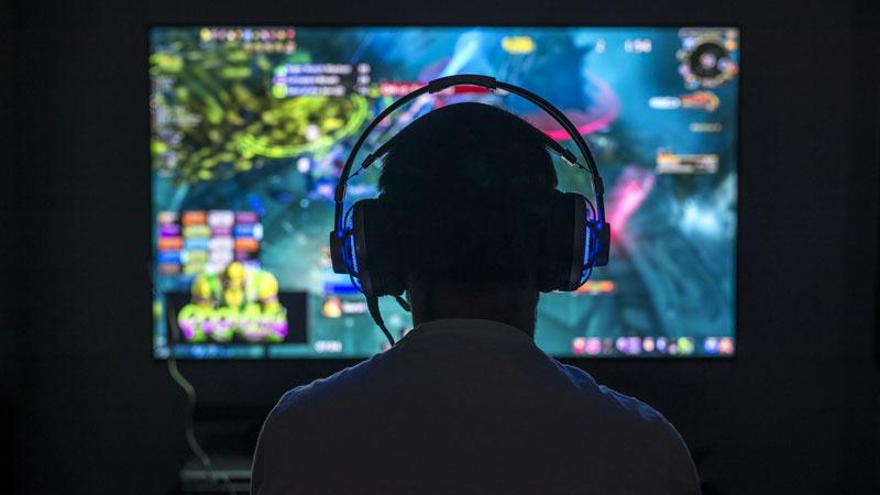 https: img.okezone.com content 2020 11 21 16 2313619 raih-rp21-juta-per-bulan-gamers-disabilitas-ini-bantu-ekonomi-keluarga-XDwvgg6axn.jpg