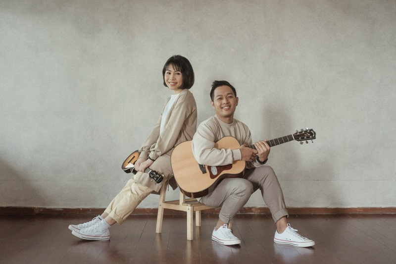 https: img.okezone.com content 2020 11 21 205 2313415 gandeng-kiky-saputri-suara-kayu-sampaikan-pesan-self-love-di-video-klip-miniatur-UFDu5egAiF.jpeg