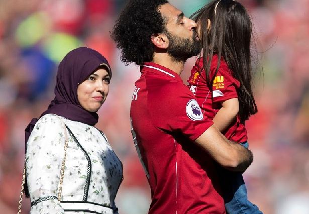 https: img.okezone.com content 2020 11 21 51 2313469 3-wags-pesepakbola-muslim-yang-tampil-menawan-mengenakan-hijab-q7BeJyk4pu.jpg