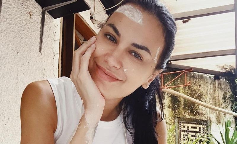 https: img.okezone.com content 2020 11 22 33 2313827 sophia-latjuba-tetap-cantik-di-usia-50-tahun-netizen-apakah-kamu-vampir-sVGhNsx5Wi.jpg
