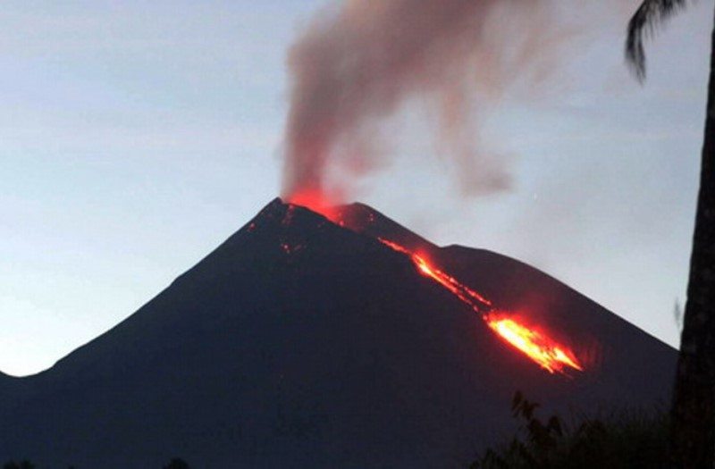 https: img.okezone.com content 2020 11 22 340 2314104 gunung-api-karangetang-keluarkan-suara-gemuruh-1TXDniudNc.jpg