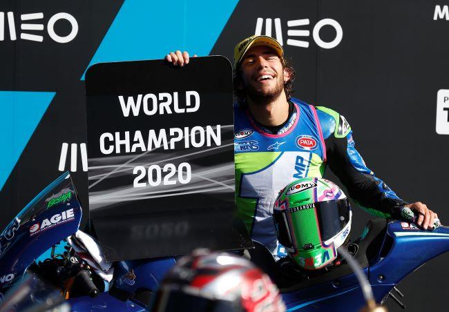 https: img.okezone.com content 2020 11 22 38 2314067 bersaing-ketat-dengan-adik-valentino-rossi-enea-bastianini-juara-dunia-moto2-2020-YwubjA6qma.JPG