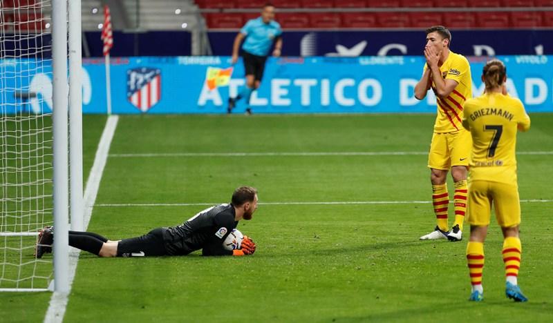 https: img.okezone.com content 2020 11 22 46 2313873 barcelona-alami-start-terburuk-di-liga-spanyol-dalam-25-tahun-terakhir-eDOjNeDIx1.jpg
