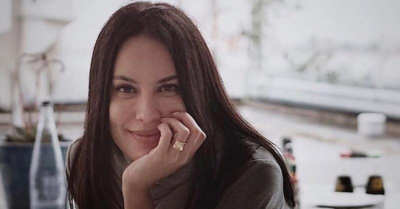 https: img.okezone.com content 2020 11 23 33 2314250 cantiknya-sophia-latjuba-tak-pernah-luntur-deretan-artis-dibuat-kagum-8YZUfDgeYT.jpg