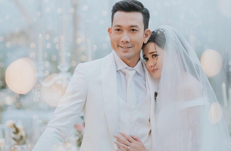 https: img.okezone.com content 2020 11 23 33 2314256 istri-muntah-muntah-sehari-setelah-menikah-denny-sumargo-sudah-hamil-jIAq5Ye4qm.jpg