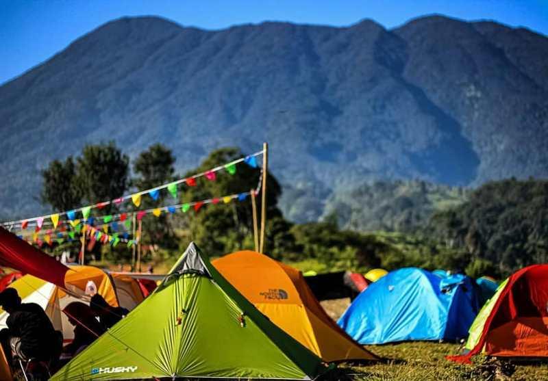 https: img.okezone.com content 2020 11 23 408 2314663 5-lokasi-camping-ceria-di-bogor-budget-murah-pemandangannya-indah-7Sll1qaoH9.jpg