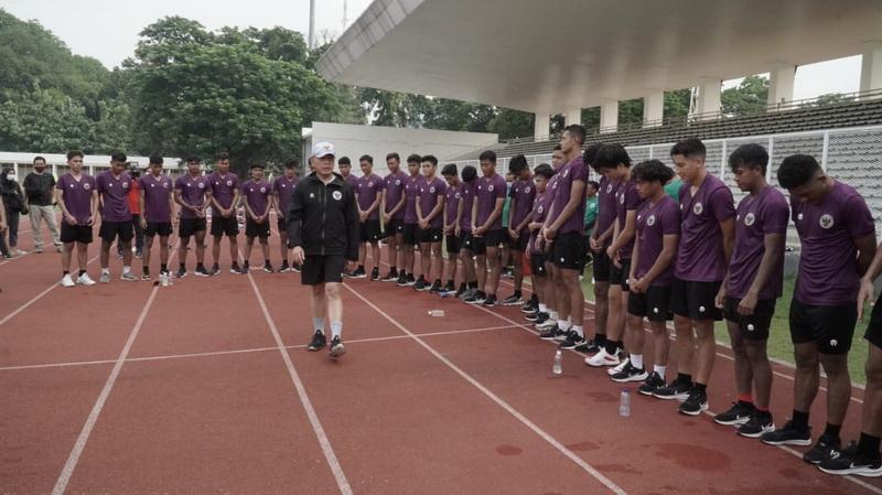 https: img.okezone.com content 2020 11 23 51 2314684 motivasi-pemain-timnas-indonesia-u-19-ketum-pssi-singgung-pelatih-arab-yang-dipecat-8uZxhYjDJE.jpg