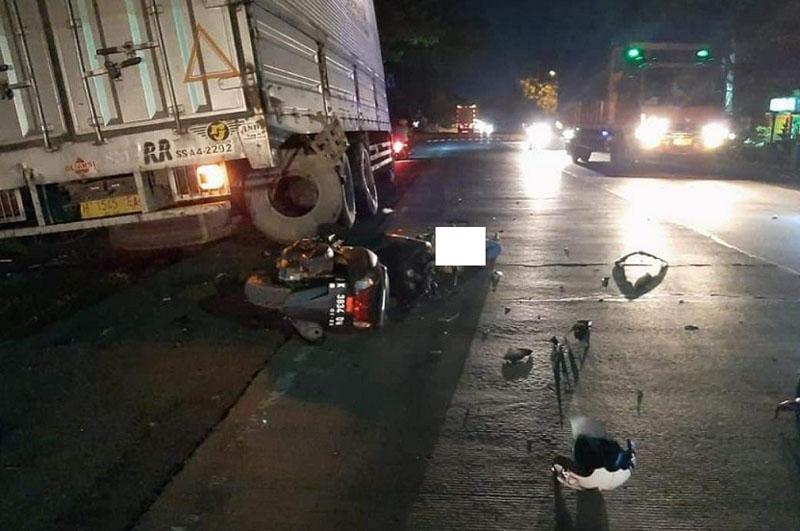 https: img.okezone.com content 2020 11 23 512 2314257 tabrak-truk-parkir-remaja-putri-di-rembang-meninggal-dunia-R7lUKi082B.jpg