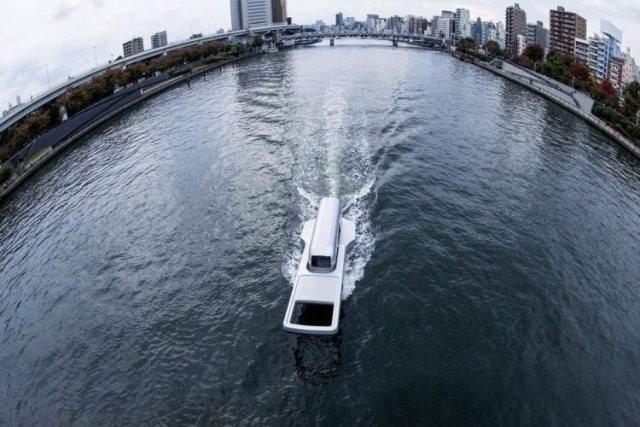 https: img.okezone.com content 2020 11 23 612 2314492 unik-pria-ini-buat-perahu-pembelah-sungai-berbentuk-ritsleting-aIsPhYf9y8.jpg