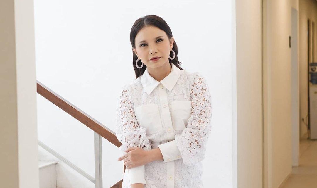 https: img.okezone.com content 2020 11 24 33 2315262 rossa-bongkar-sifat-asli-ari-lasso-saat-jadi-juri-indonesian-idol-tukang-adu-domba-l4YYYlHmFH.jpg