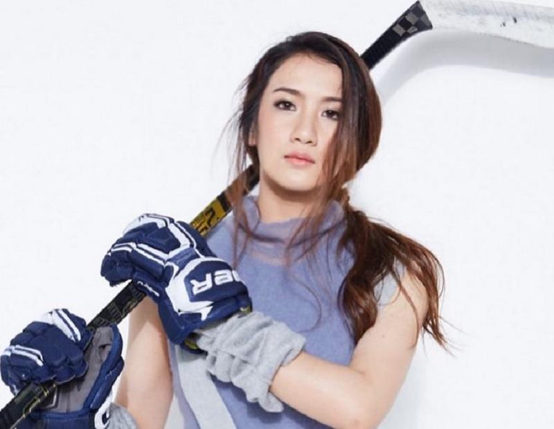 https: img.okezone.com content 2020 11 24 43 2315461 kenalan-dengan-wirasinee-rattananai-atlet-hoki-es-thailand-yang-sungguh-menawan-qhyrMCI9VE.jpg