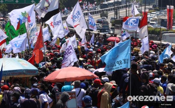 https: img.okezone.com content 2020 11 24 525 2315273 buntut-umk-tak-naik-buruh-di-cianjur-bakal-gelar-demo-UOqjvLpoPf.jpg