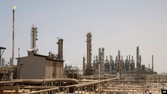 https: img.okezone.com content 2020 11 25 18 2315610 rudal-pemberontak-houthi-hantam-kilang-minyak-arab-saudi-fQS9UvVwOc.jpg