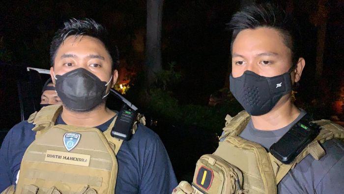 https: img.okezone.com content 2020 11 25 338 2316227 polisi-tangkap-perampok-emas-batangan-di-cengkareng-TwofgAY9b7.jpg