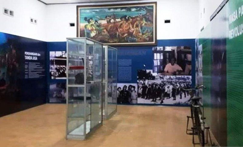 https: img.okezone.com content 2020 11 25 406 2316201 menyusuri-jejak-pejuang-di-museum-ak-gani-idfoySxX2s.jpg