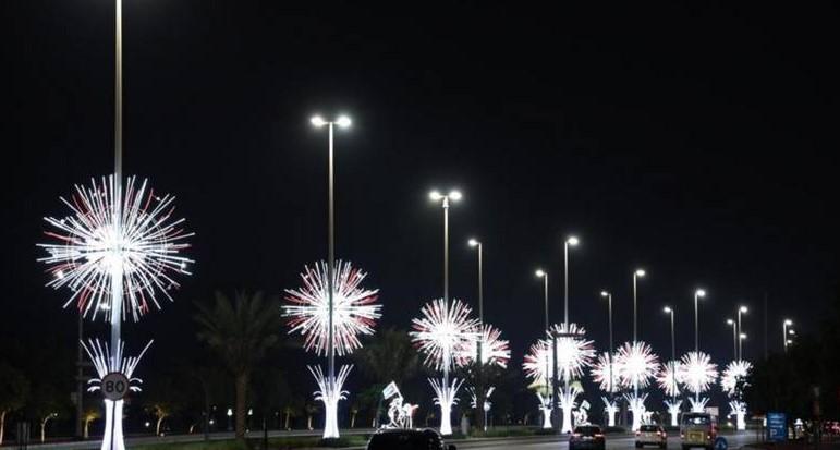 https: img.okezone.com content 2020 11 25 408 2316136 abu-dhabi-makin-cantik-sepenjuru-kota-dihiasi-ribuan-lampu-warna-warni-De5QeSjoyl.jpg