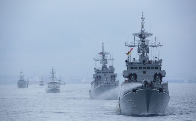 https: img.okezone.com content 2020 11 25 608 2316098 tni-al-kerahkan-kapal-perang-latihan-di-laut-natuna-selatan-WzgvDRuyGl.jpg