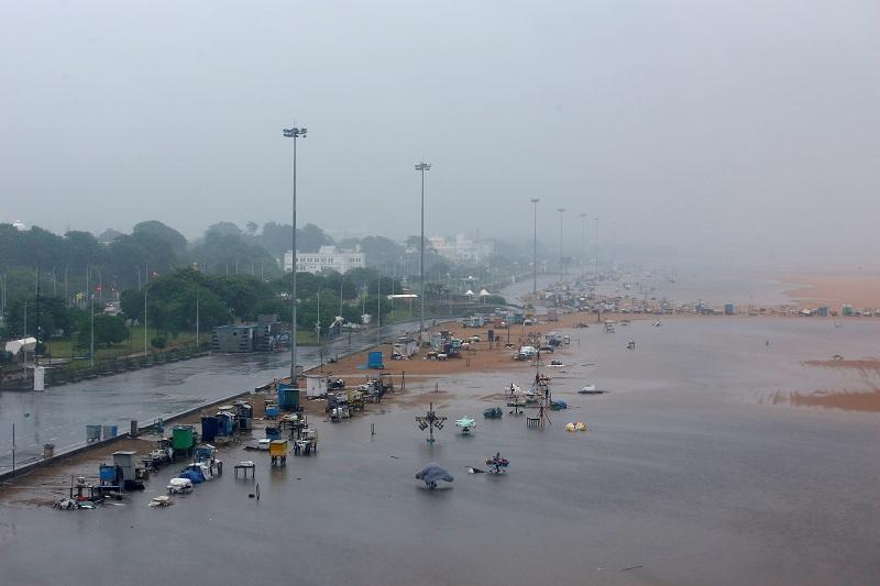 Topan Nivar Terjang India, Lebih dari 175 Ribu Orang Dievakuasi : Okezone  News