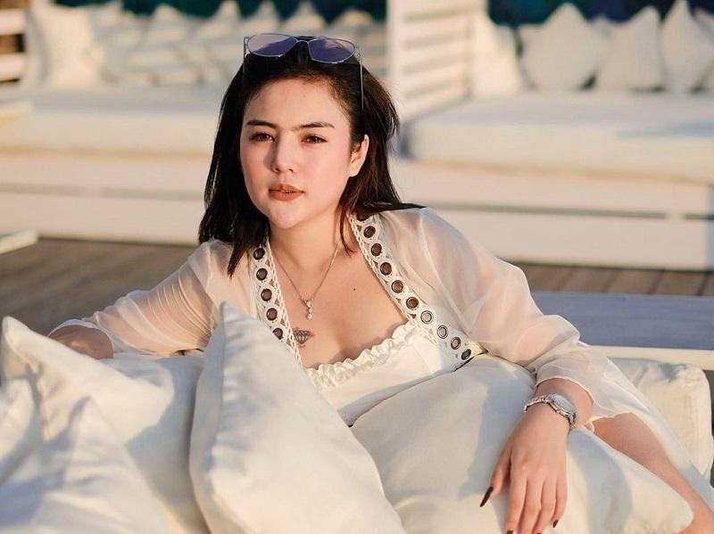 https: img.okezone.com content 2020 11 26 194 2316930 netizen-serbu-ig-mareta-angel-gegara-heboh-inisial-ma-intip-potret-cantiknya-GXY9iAUVNU.jpg