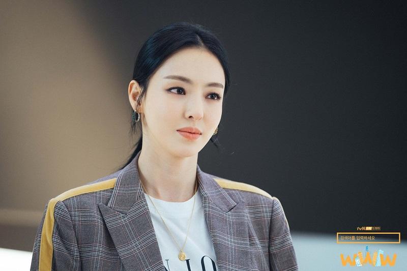 https: img.okezone.com content 2020 11 26 206 2316751 im-soo-jung-syuting-film-baru-lee-da-hee-kirim-coffee-truck-O5gqUpaoaV.jpg